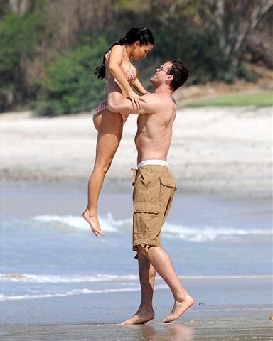 Pics  Kardashian on Kim Kardashian La Plaj