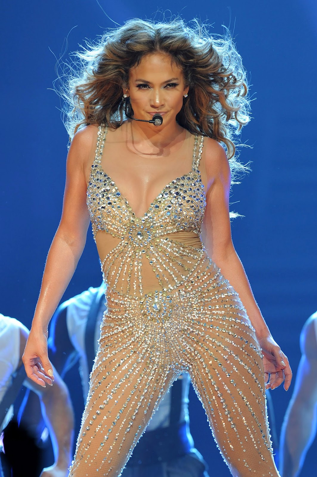 Jennifer Lopez is one of the leading singers in this modern. Here is a style of singing of Jennifer Lopez.