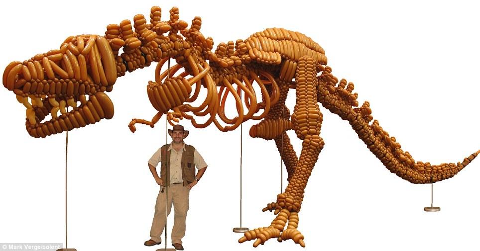 Quemadas y cosas raras: Esqueleto de dinosaurios hechos de globo