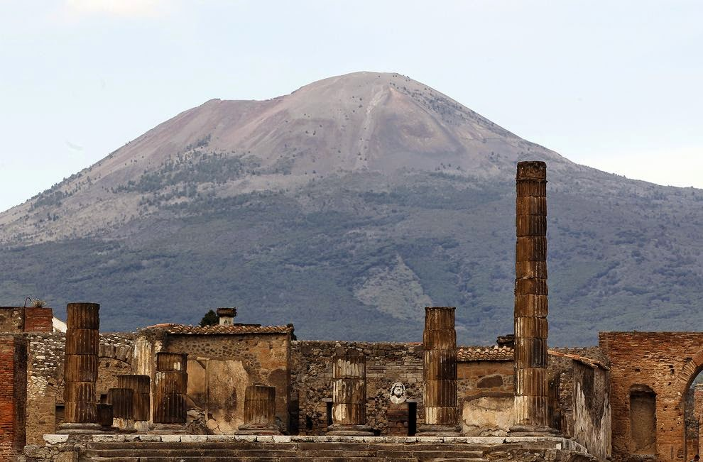 pompeii ruins Adventurer and angry planet tv show host, george kourounis visits the ancient city of pompeii in the shadow of mount vesuvius the city was buried in volcanic ash after a huge eruption of the.