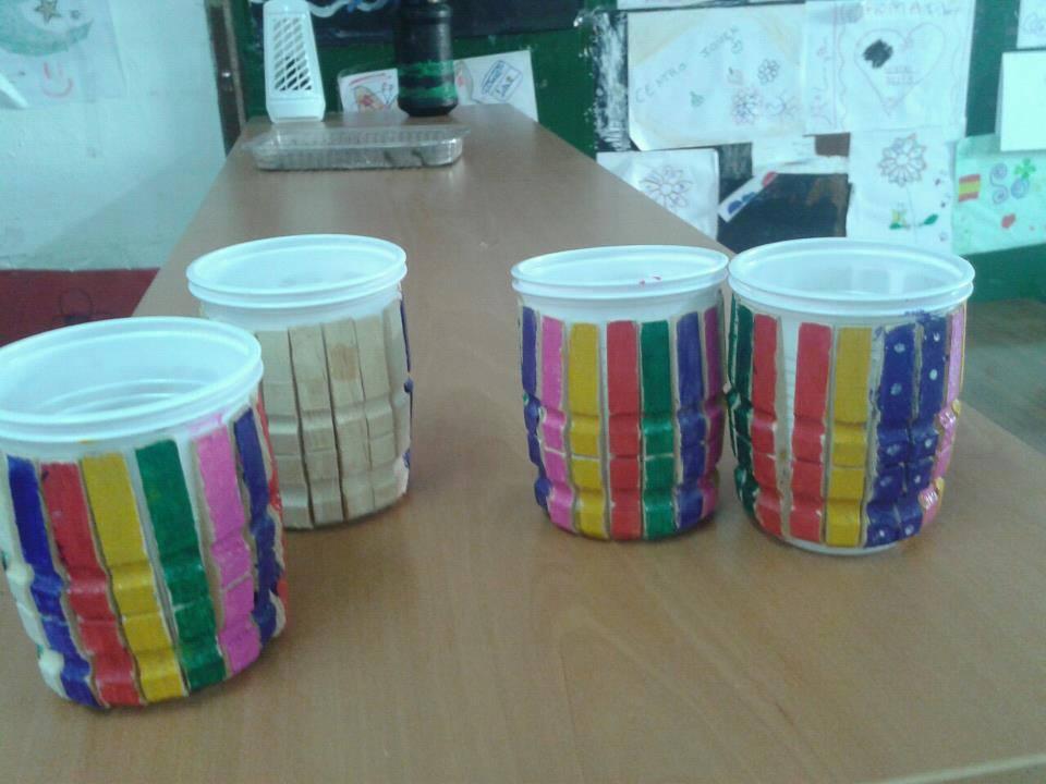 Reciclar reutilizar y reducir manualidades con pinzas - Reciclar ropa manualidades ...