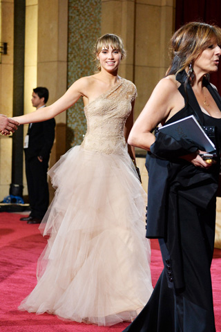 http://www.style.com/peopleparties/parties/slideshow/redcarpet-030214_oscars_2014/?iphoto=36