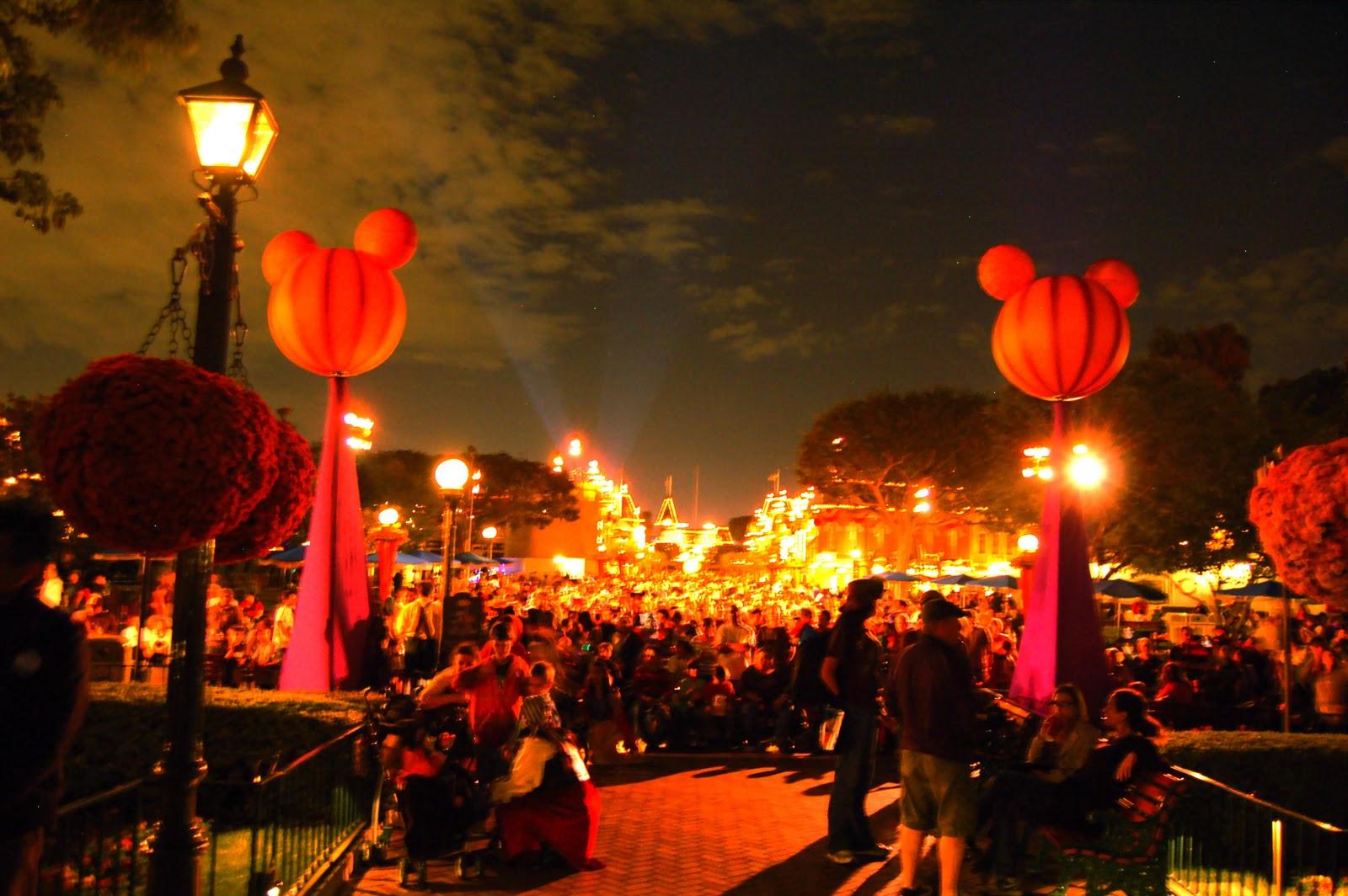 Disney Sisters: Halloween Screams Fireworks Spectacular at Disneyland