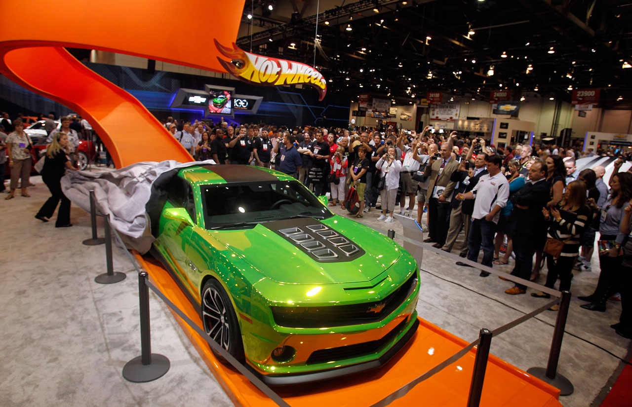 If it 39 s hip it 39 s here archives updated a full sized hot wheels camaro from chevrolet is for 9 salon de hot wheels