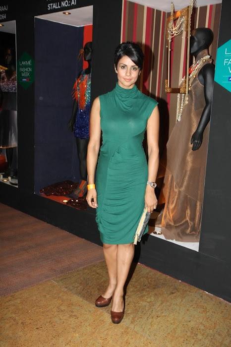 gul panag at anita dongre's fashion at lfw 2012. photo gallery