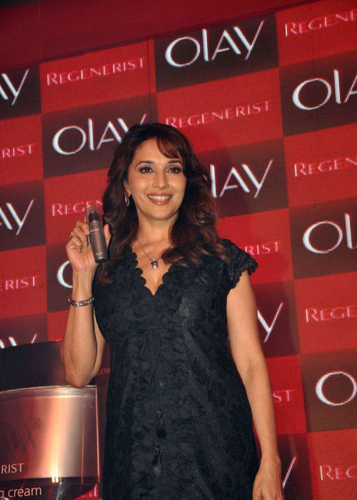 madhuri dixit in black event shoot hot images