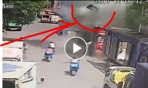 Έκρηξη πετάει στο αέρα άνθρωπο σαν σακί με πατάτες! βιντεο !