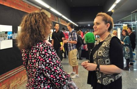 La estación de Colón de Metrovalencia acoge la exposición de libros artísticos 'Un metro de colores'