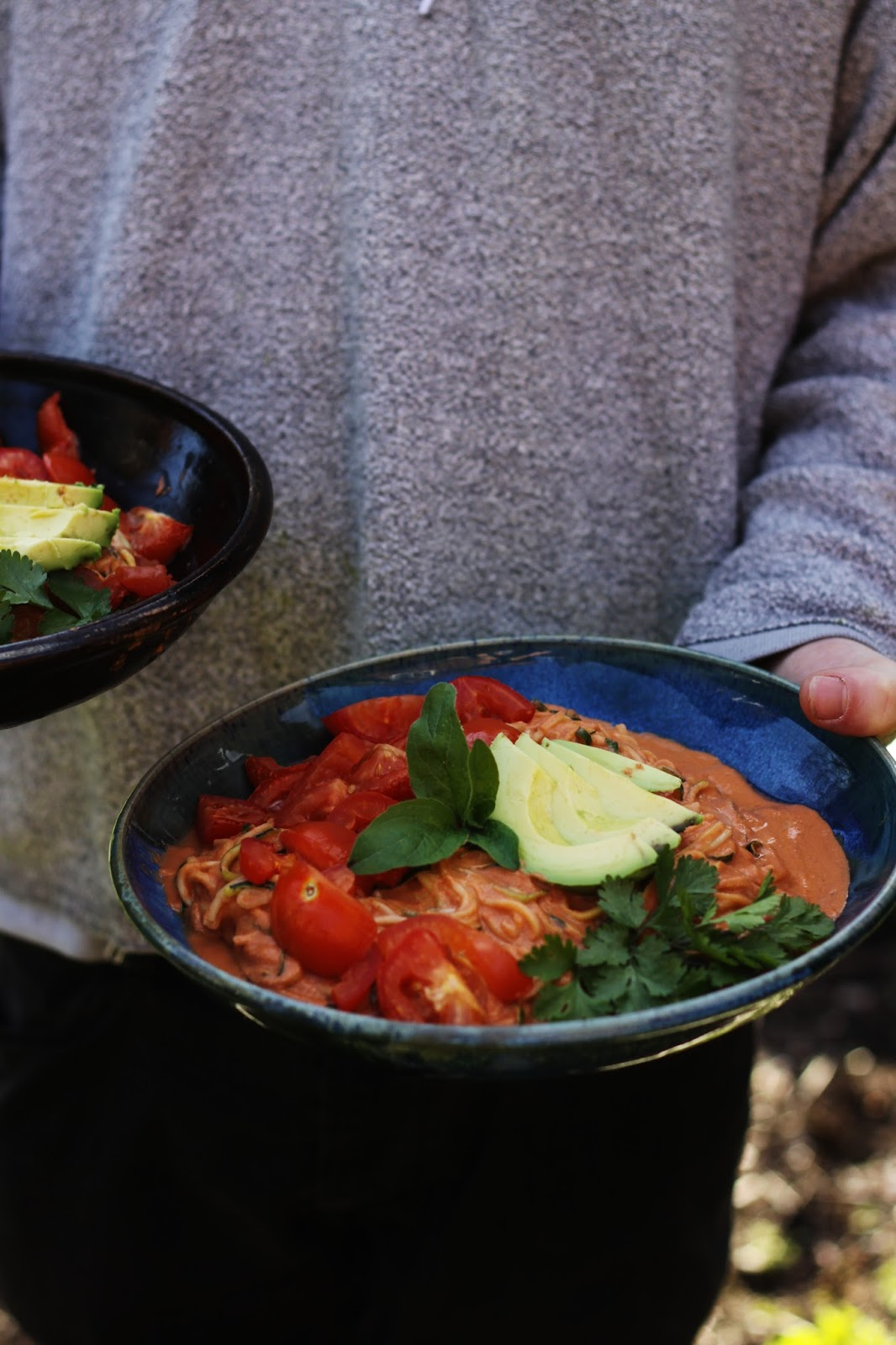 ... Vegan Life: ZUCCHINI SPAGHETTI + TOMATO GARLIC SAUCE with FRESH HERBS