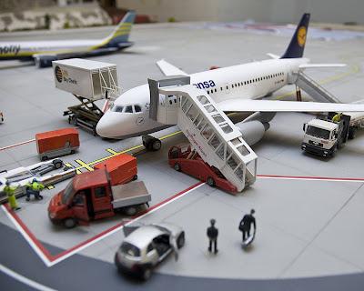 [Internacional]  (Imagens) Aeroporto de Hamburgo em miniatura  Knuffingen-airport_01+%25288%2529