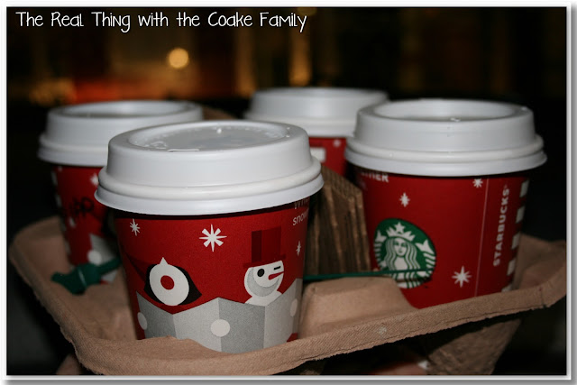 Christmas activities - cute idea that the whole family will enjoy to make a  Christmas Express a new family tradition #Christmas #Activities #Traditions