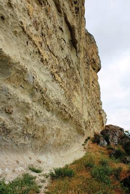 Белая Скала внизу