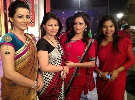 Hottest+Desi+Girls+Pictures+In+Saree011