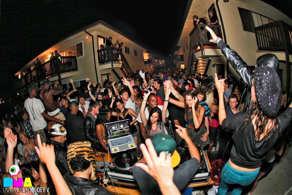 Awesome The DNA Rage Or Die House Party In Isla Vista Popped Off Without A Doubt.  DJ Qu1zo, Can U Barrett?, U0026 Digital Product Came Through U0026 Raged It.
