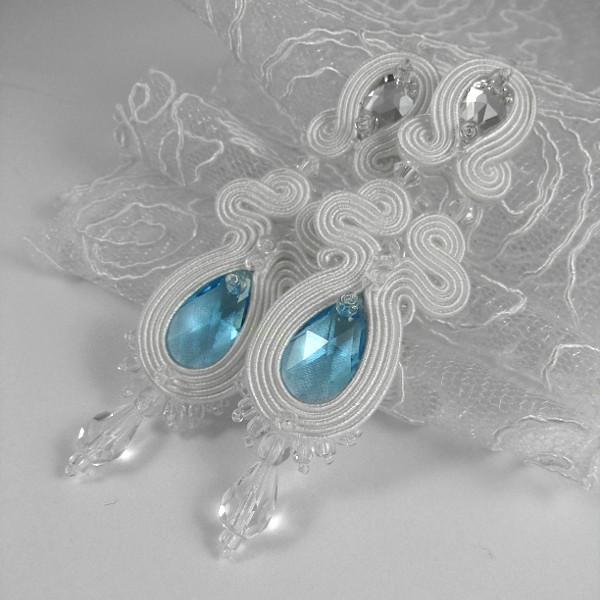 Serenity Blue w kolczykach ślubnych sutasz