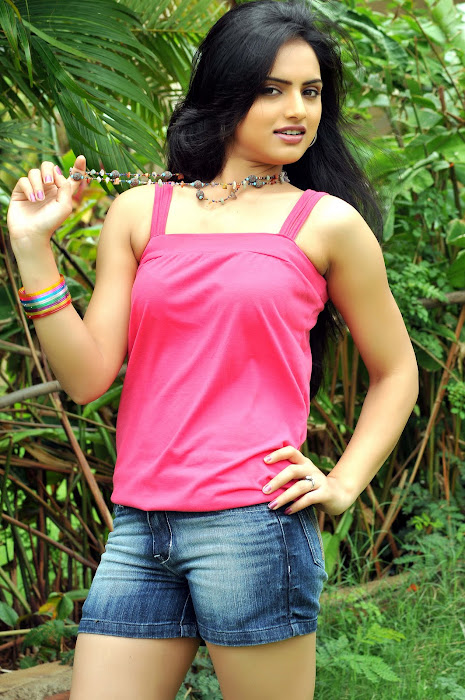ritu kaur spicy from gurudu movie, ritu kaur latest photos