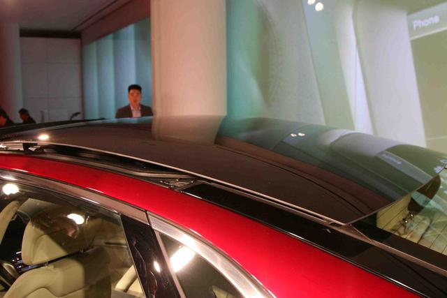 2013-Lincoln-MKZ-sliding-glass-roof