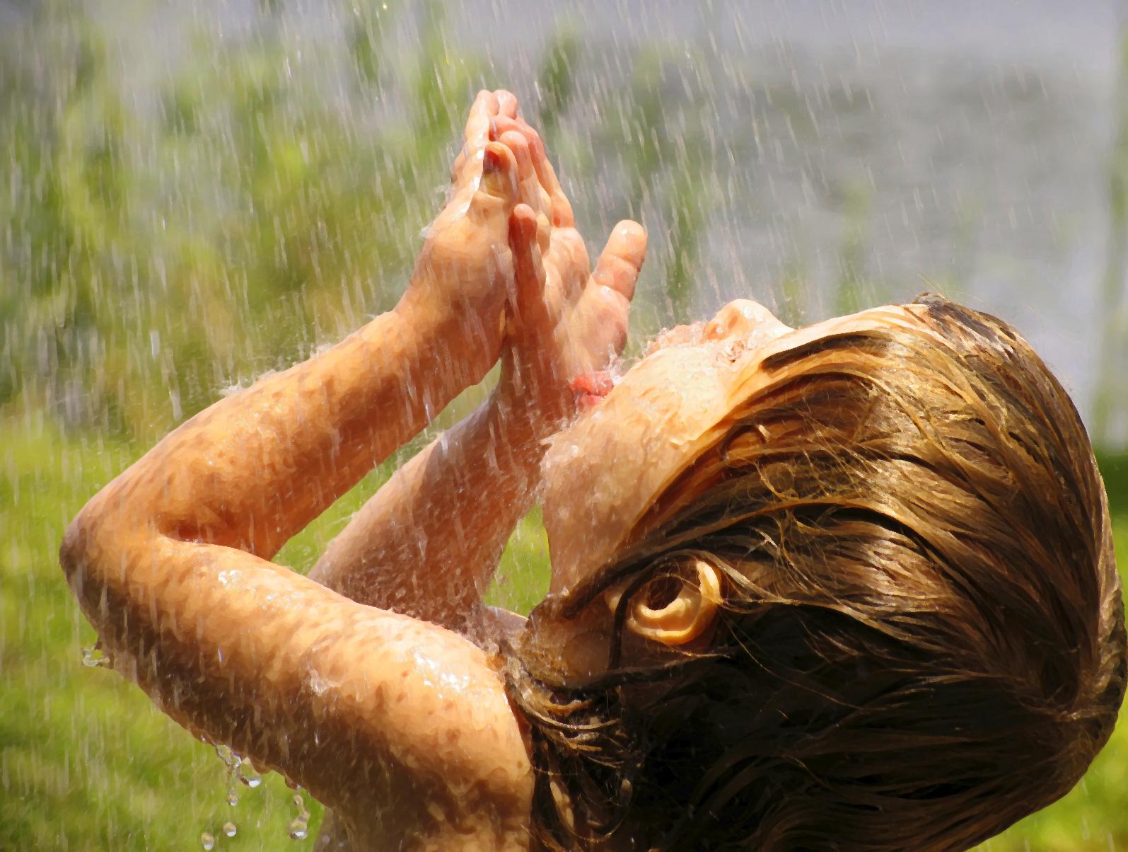 http://1.bp.blogspot.com/-ZsRmL5F9hLQ/TaWM_LVGcAI/AAAAAAAAA88/5vis8hqe7fQ/s1600/girl-in-rain1.jpg