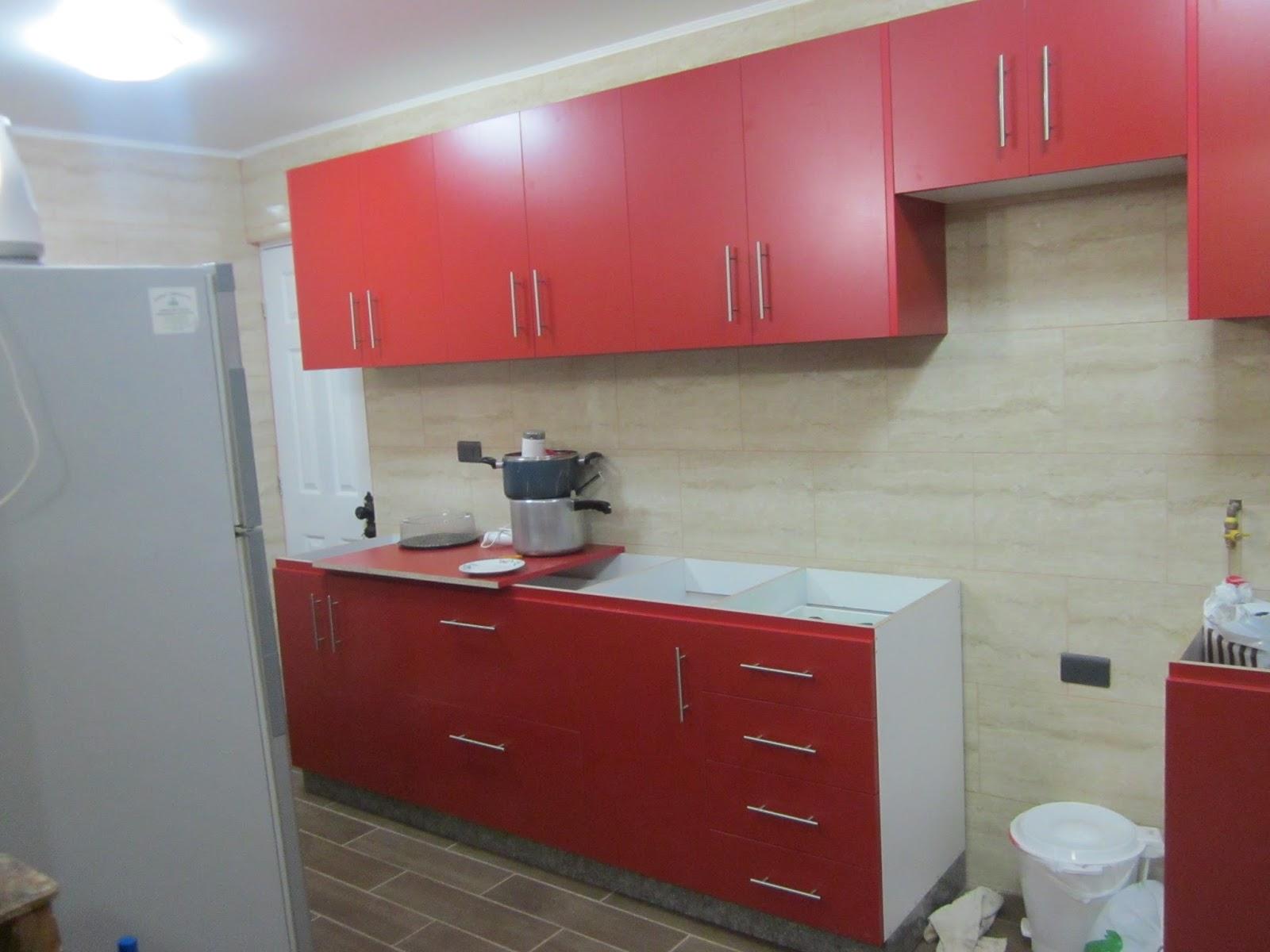 Rc mueble amoblado de cocina rojo for Disenos de muebles de cocina colgantes
