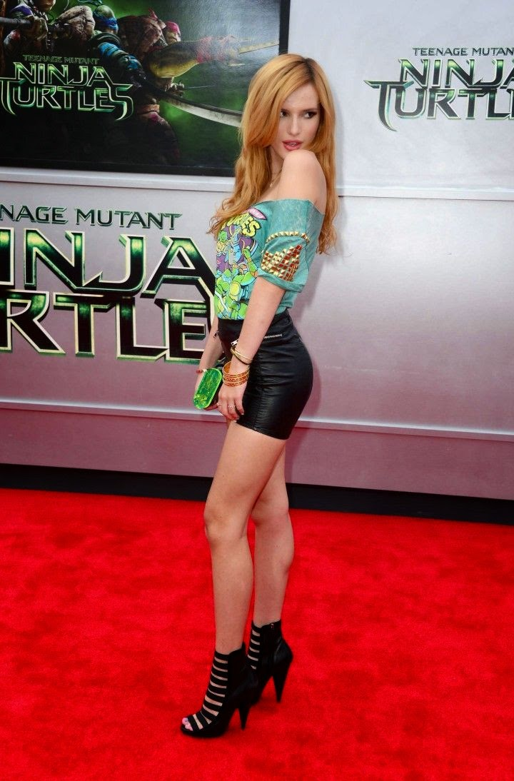 The 16-year-old has definitely been taking the premiere of Nina Turtles movie on Sunday, August 3, 2014 by storm with her elegant style - even baring a little bit of a perfect legs