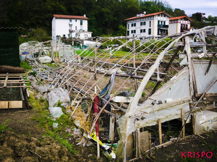 invernadero en ruinas en hondarribia
