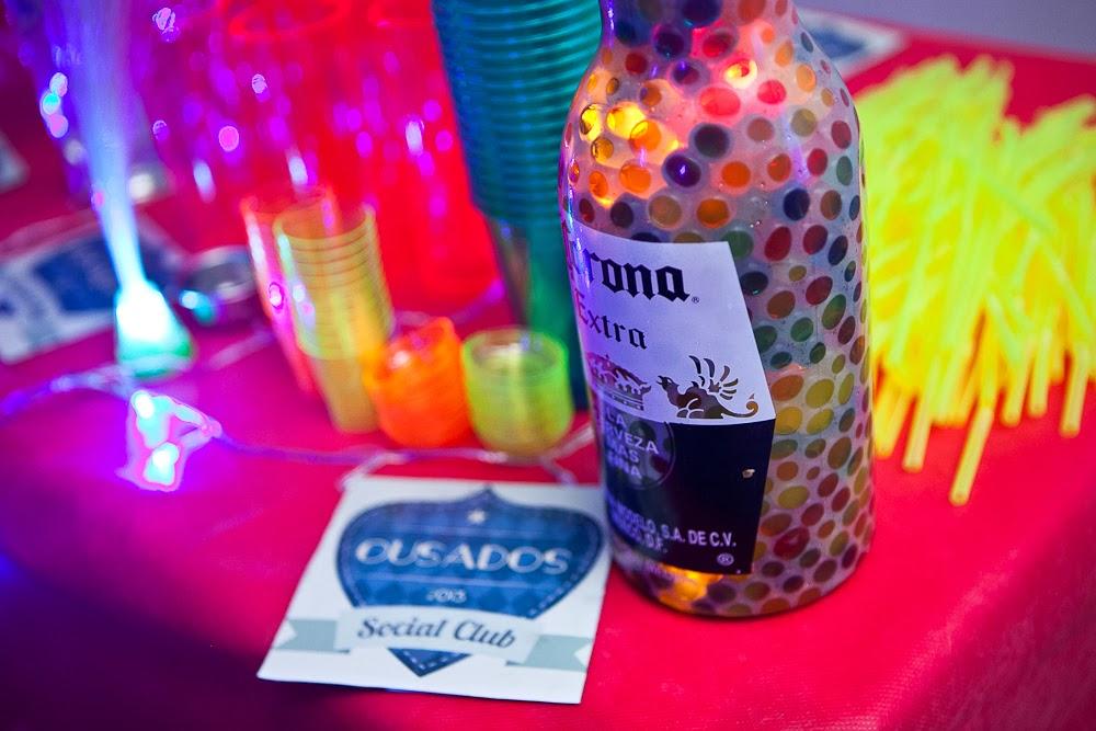 """decoracao festa neon:Uma ótima maneira de economizar é usar a criatividade e """" do-it"""