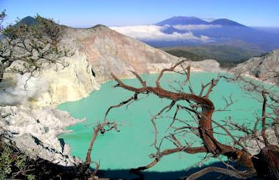 Kawah Ijen, Kawah Yang Bisa Melarutkan Tubuh Manusia, wisata gunung, kawah ijen jawa timur, keindahan kawah ijen banyuwangi bondowoso,