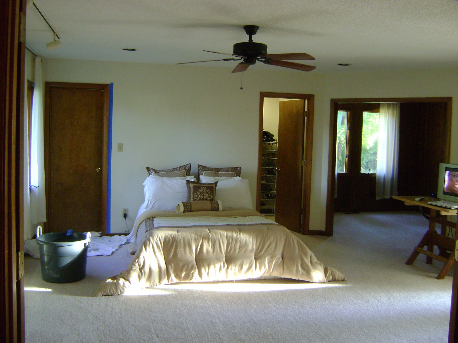 this is a really great budget bedroom makeover love the before and after pics - Bedroom Colors 2012