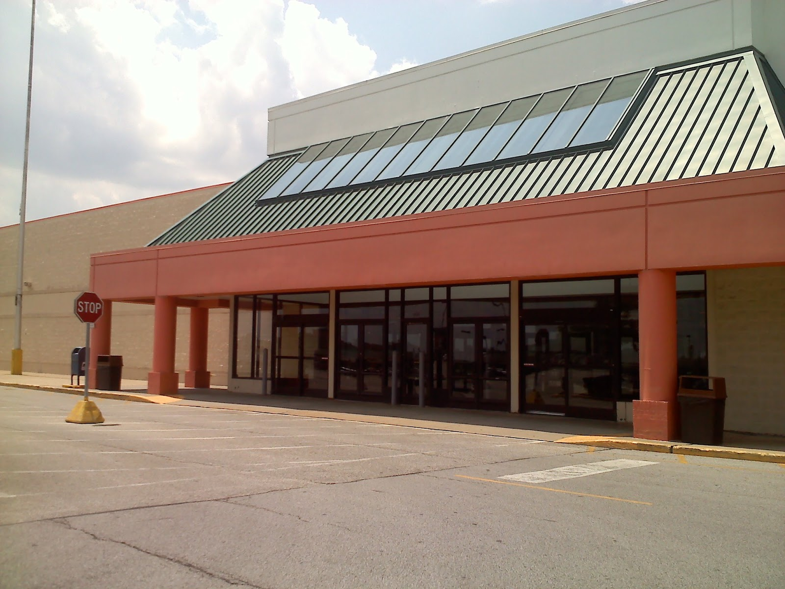 dead and dying retail: kmart store in medina, ohio