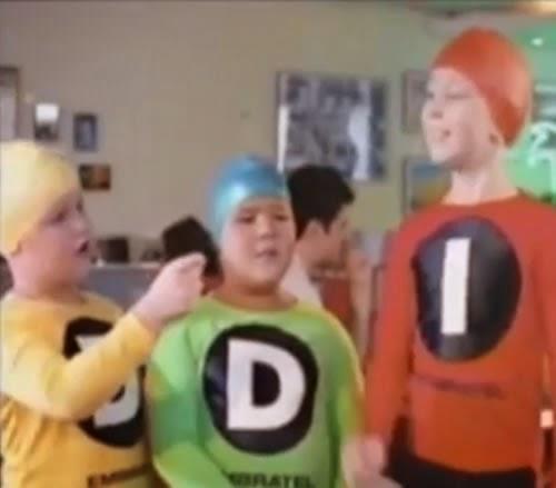 Propaganda do trio DDD / DDI da Embratel no final dos anos 90. Campanha com a atriz Mariana Hein.