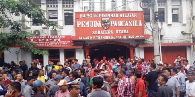 Kantor MPW PP Sumut yang dihancurkan massa IPK. Ratusan kader PP berkumpul hendak melakukan balasan, Sabtu