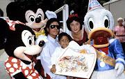 en Disney World. (Octubre. 1984) Michael en Disney junto a Emmanuel Lewis, . (october michael jackson and emanuel lewis at disney world michael jackson )