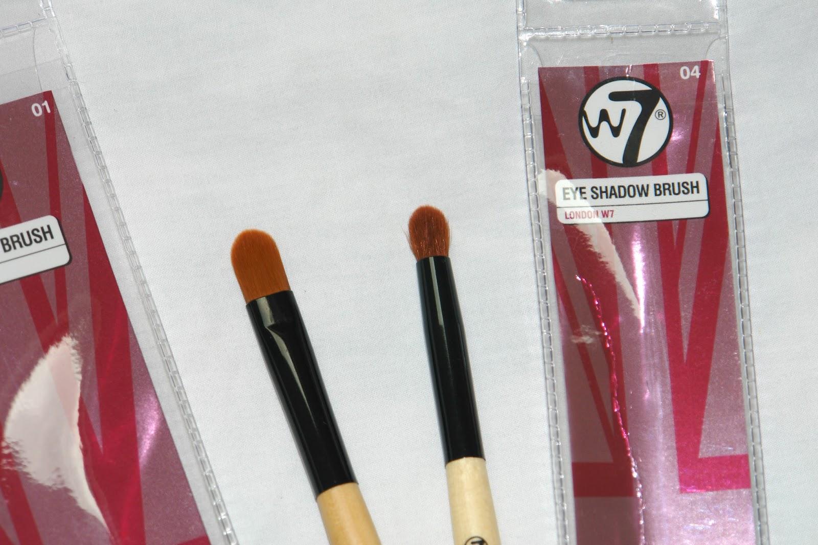 W7 Eyeshadow Brushes, W7 01 Eyeshadow Brush, W7 04 Eyeshadow Brush, beauty, brushes, make up, review, W7, fragrance direct, eyeshadow brushes, cheap make up brushes, MAC 217 Blending Brush dupe