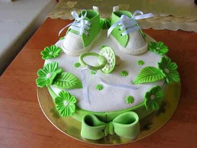 Tarta con zapatillas verdes