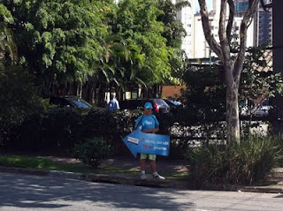 Example of human advertising boards in São Paulo