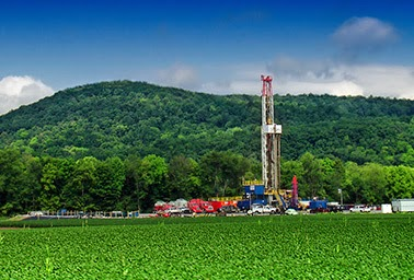 A gas drilling rig taps the Marcellus Shale formation in Lycoming County, Pa. (Credit: Nicholas Tonelli, Flickr) Click to enlarge.