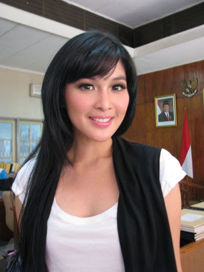Beautiful Celebrity Indonesian Hairstyles, Long Hairstyle 2011, Hairstyle 2011, New Long Hairstyle 2011, Celebrity Long Hairstyles 2095