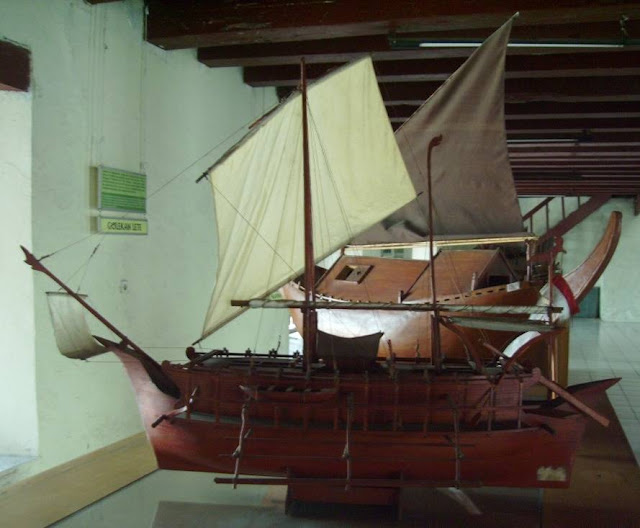 Gambar Kapal Layar kuno Bercadik Borobudur