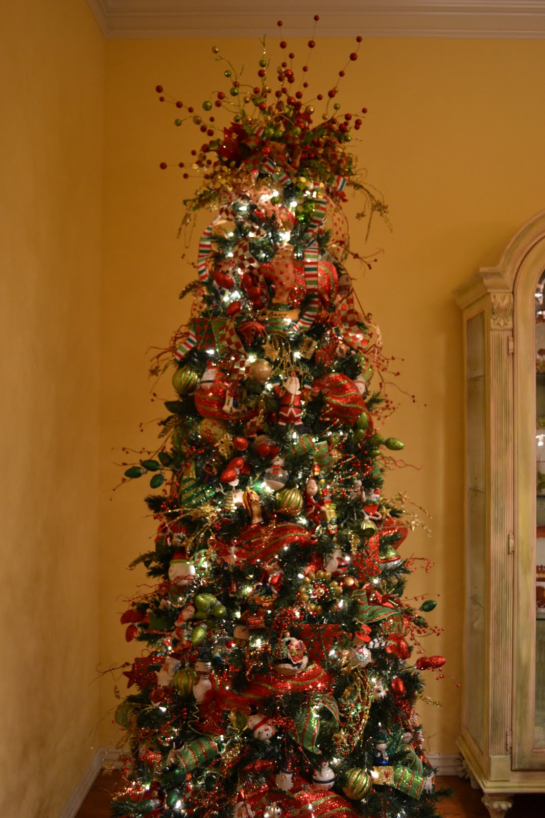 saturday november 26 2011 - How To Decorate A Christmas Tree With Deco Mesh