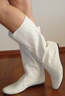 foto cizme albe cu gaurele primavara 2012 la comanda