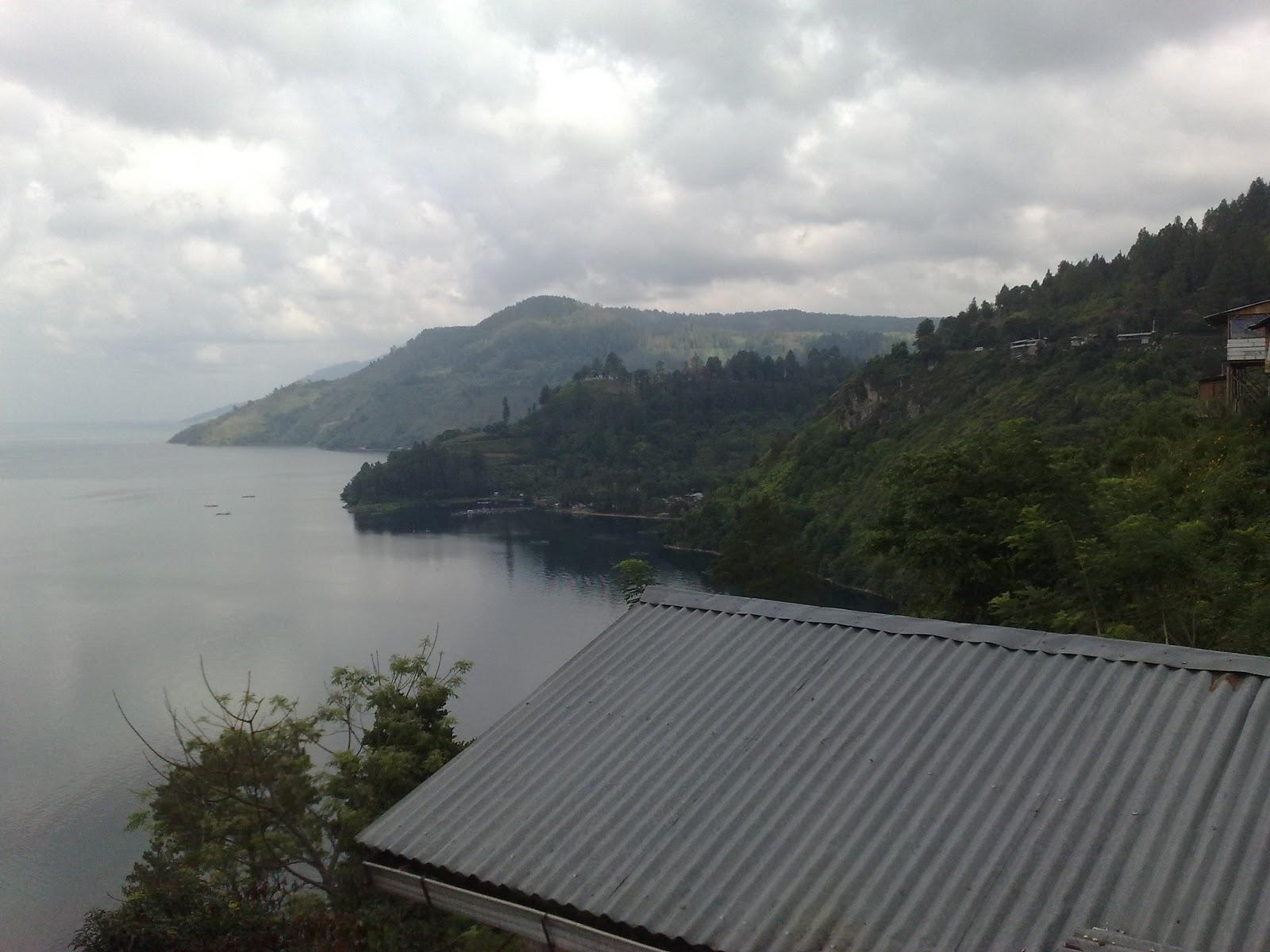Pemandangan danau Toba dari kawasan Panatapan