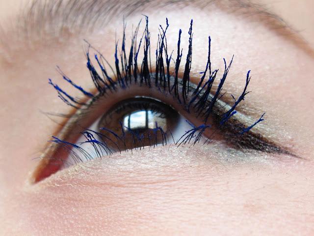 eyelashes closeup blue lashes