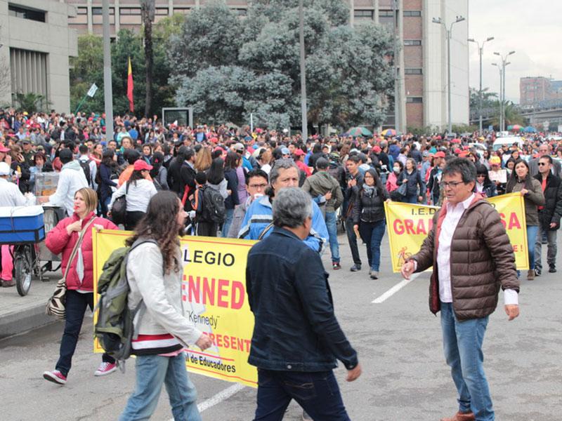 Rotunda marcha de la ADE en el marco del Paro Nacional Indefinido