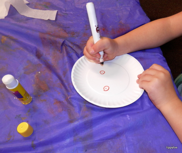 We used little paper plates and didnu0027t bother making arms. First the kids made a face on the plate using markers. & Tippytoe Crafts: Paper Plate Ghosts
