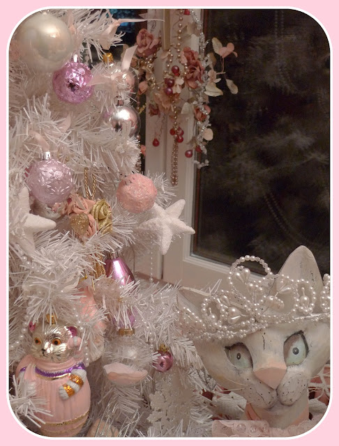 my shabby french life sapin shabby avec chat. Black Bedroom Furniture Sets. Home Design Ideas