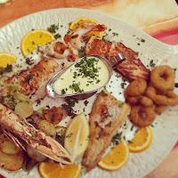 Fischplatte mit Fisch und Meeresfrüchten