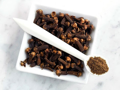 Cure a toothache with cloves