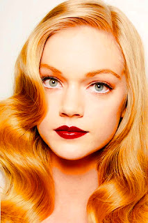 rubia labios rojos