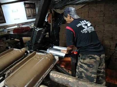 Pengerajin Genteng Keramik Mayong Kidul
