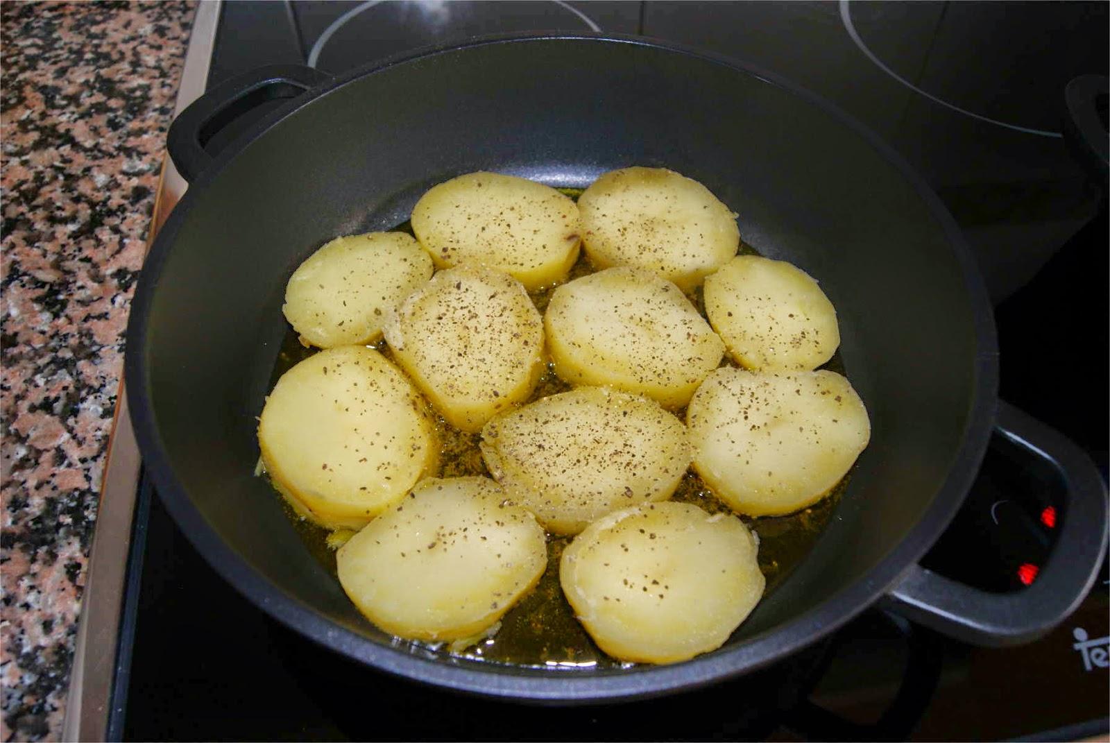 Patatas con salsa de queso paso 3